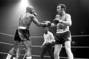 Former World Champ Alan Minter Dies at 69