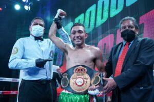 Esteban Bermúdez Defeats Carlos Cañizales To Win Lightweight Title | Boxen247.com
