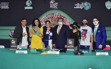 Jessica González presented with her WBC Interim Bantamweight belt   Boxen247.com (Kristian von Sponneck)