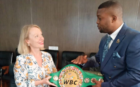 WBC cruiserweight champion Ilunga Makabu leads a children's crusade | Boxen247.com (Kristian von Sponneck)