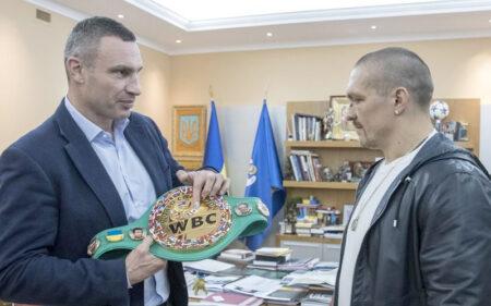 New heavyweight champ Oleksandr Usyk meets with Vitali Klitschko | Boxen247.com (Kristian von Sponneck)