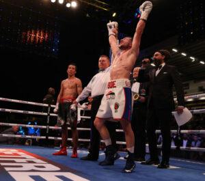 Maxi Hughes defeats Jovanni Straffon for IBO world title in Leeds, England   Boxen247.com (Kristian von Sponneck)